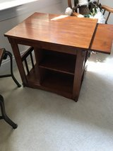 Oak End Table in Wilmington, North Carolina