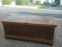 Antique Wooden Trunk bench in Wiesbaden, GE