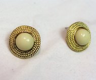 New Gold Tone Ivory Pearl White Bead Stud Earrings Drop Dangle Circle Round in Kingwood, Texas