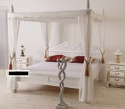 King Size Canopy Bed - Solid Mahogony in Ramstein, Germany