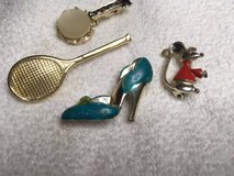 Vintage Scatter Pins 60s Lot of 4 Working Clasps High Heel Tennis Racket Banjo Mouse Gold Metal ... in Houston, Texas
