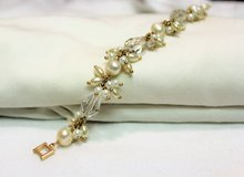 "Gold Tone 8"" Flower Floral White Chain Link Strand Bead Bracelet Statement in Kingwood, Texas"