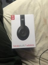 beats studio 3 with mic, key chain,charger and original box and items in Okinawa, Japan