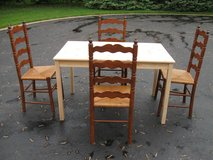 Table & Chairs in Tinley Park, Illinois