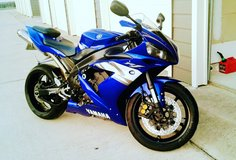 Yamaha R1 2004 clean title in Fort Campbell, Kentucky