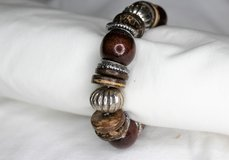 NWOT Red Brown Silver Tone Wood Stretch Chain Bead Bracelet in Kingwood, Texas