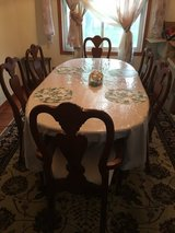 Dinning table w 6 chairs in Westmont, Illinois