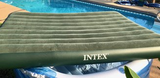 "New Intex Queen Airbed 7.5"" Green in Perry, Georgia"
