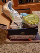 NWT 7.5 women's track shoe in Travis AFB, California