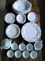 VTG Japanese 52 Pc CHINA SET - GARDEN ROSE Pattern - Very Good Pre-Owned Condition in Naperville, Illinois