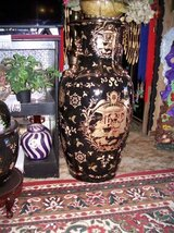 3 Ft Tall Oriental Vase From Japan in Alamogordo, New Mexico
