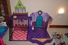 Monster High School Collapsible Fold up Play set in Fort Knox, Kentucky