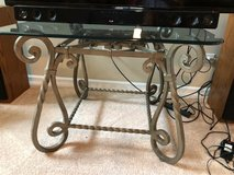 Coffee table and 2 end tables in Joliet, Illinois
