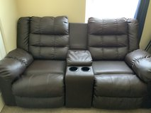 Love Seat Couch-Look like new- that reclines-Seats 2 People in El Paso, Texas
