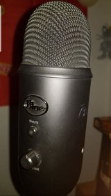Blue Yeti USB microphone with FREE pop filter in bookoo, US