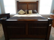Hard wood queen, bed set in Fort Campbell, Kentucky
