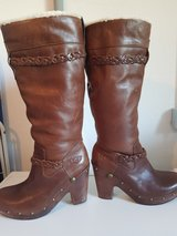 Rare authentic uGG leather boots, worn once in Stuttgart, GE