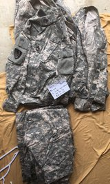 ACU tops and Bottoms SR 5 dollar each in Fort Knox, Kentucky