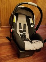 Graco SnugRide Click Connect 30 Infant Car Seat and Base in Glendale Heights, Illinois