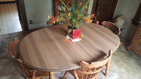 Dining/Kitchen table with 6 chairs in Joliet, Illinois