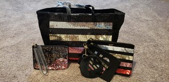 Brand New Victoria Secret 5 Piece Bag Set in Camp Lejeune, North Carolina