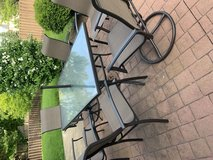 Outdoor Patio Table and Chairs in Glendale Heights, Illinois
