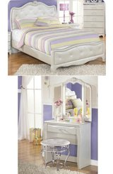 Twin bedroom set in Fort Campbell, Kentucky