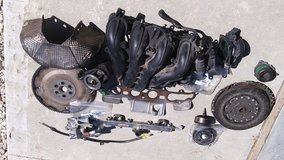 05-09 Ford Z engine ( Escape) Intake and assorted parts in Fort Leonard Wood, Missouri