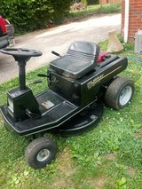 Murray 30in Cut Riding Mower in Fort Campbell, Kentucky