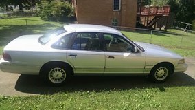 1995 FORD CROWN VICTORIA in Fort Campbell, Kentucky