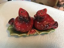 Cardinal salt and pepper shakers in Alamogordo, New Mexico