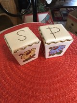 Flower salt and pepper shakers in Alamogordo, New Mexico
