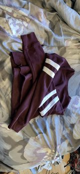 maroon forever 21 cropped sweatshirt in Chicago, Illinois