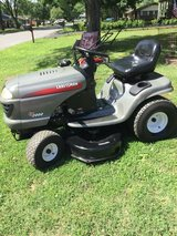 Craftsman LT2000 Riding Mower in Fort Campbell, Kentucky
