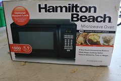 1.1 Cu Ft 1000 Watt Hamilton Beach Microwave in Fort Hood, Texas