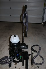 Hyla GST vacuum/ carpet shampooer in Fort Hood, Texas