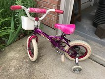 Little girl's bike w/ basket in Bolingbrook, Illinois