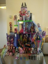 Monster High Ghouls w/Catacomb in Baytown, Texas