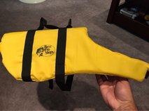 Bass pro shop small pet life vest in Bartlett, Illinois