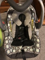 Baby trend infant car seat with two bases in Shorewood, Illinois