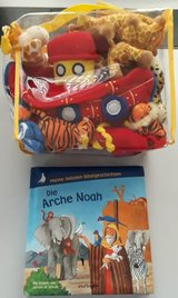 Noah's Arc / Die Arche Noah Book and Stuffed Animals German * Cleaning out sale. Lots must go * in Wiesbaden, GE