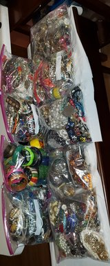 COSTUME JEWELRY  50 POUNDS in St. Charles, Illinois