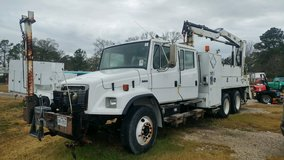 2004 freightliner FL80 in Kingwood, Texas