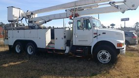 International bucket truck in Cleveland, Texas