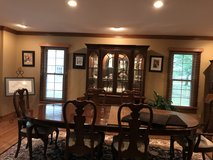 Beautiful Dining Room Set with lighted accents in Bolingbrook, Illinois