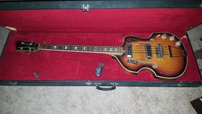 Hollowbody Electric Bass Guitar in Fort Leonard Wood, Missouri