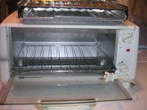 White Westinghouse Toaster Oven in Quad Cities, Iowa