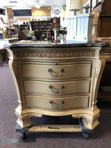 Wonderful chest of drawers in Elgin, Illinois