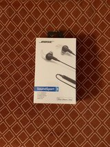 Bose SoundSport in-ear headphones in Naperville, Illinois