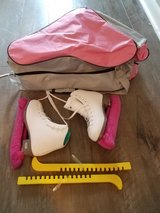 Riedell Girls Ice Skates Size 1 in Chicago, Illinois